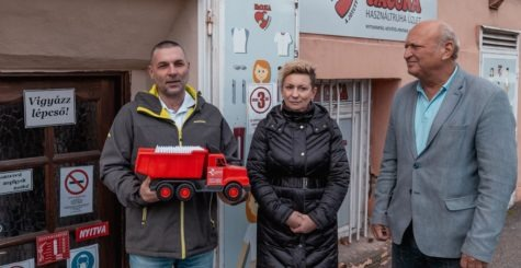 5 tonna téli ruhát adományoztunk rászorulók részére