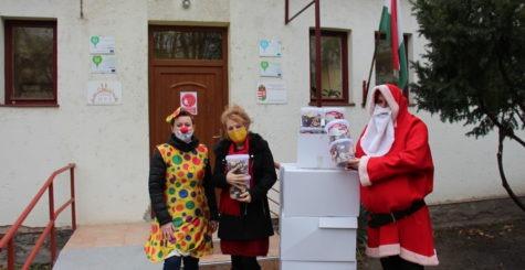 100 kg vaníliás karikát adtunk át a Szeged Megyei Jogú Város Óvodák Igazgatóságának