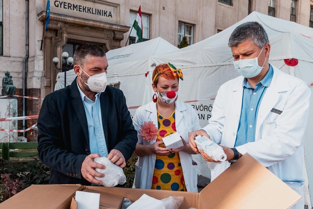 Szeged első bohócdoktor alapítványa - Karitáció Alapítvány átadás